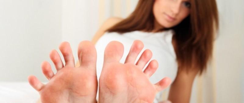 Piedi pruriginosi e unghie gialle-sintomi di tigna del piede