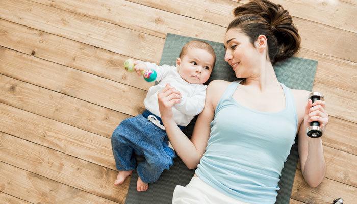 Come ritornare in forma dopo parto con gli esercizi fatti in casa